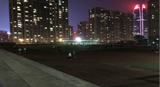 全名单来了!红黑大战大发区这9所红黑大战大发学校 限时开放体育场所,晚上去红黑大战大发学校 散步!