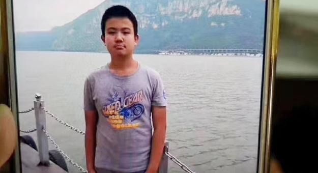 【寻人】钢城汶源大发棋牌红黑中学 一14岁男孩离家出走!